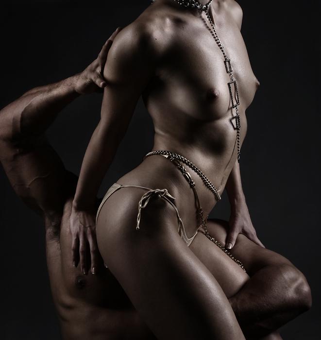 gadinagod_girls_naked_chain_22