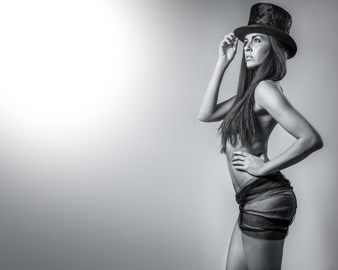 gadinagod_girls_naked_hat_03