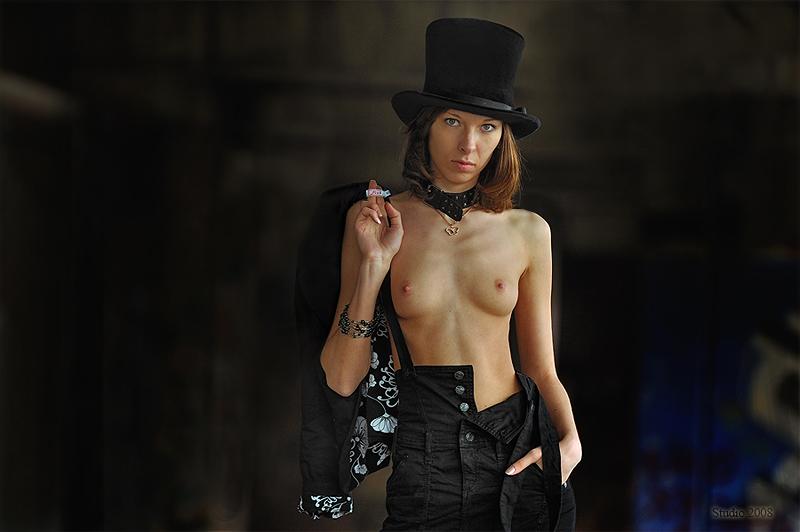gadinagod_girls_naked_hat_13