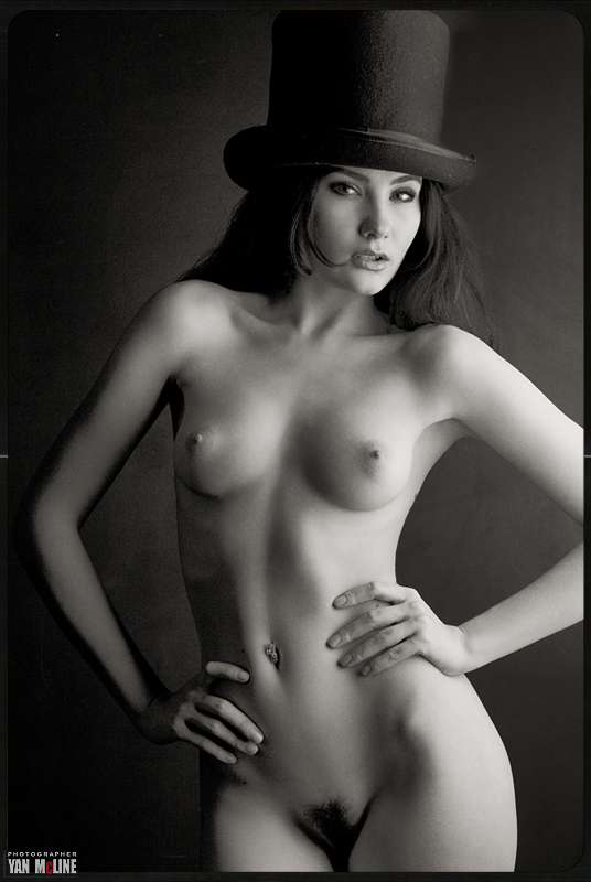gadinagod_girls_naked_hat_19