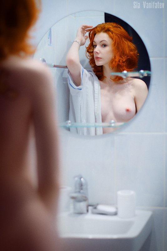 gadinagod_girls_naked_mirror_18
