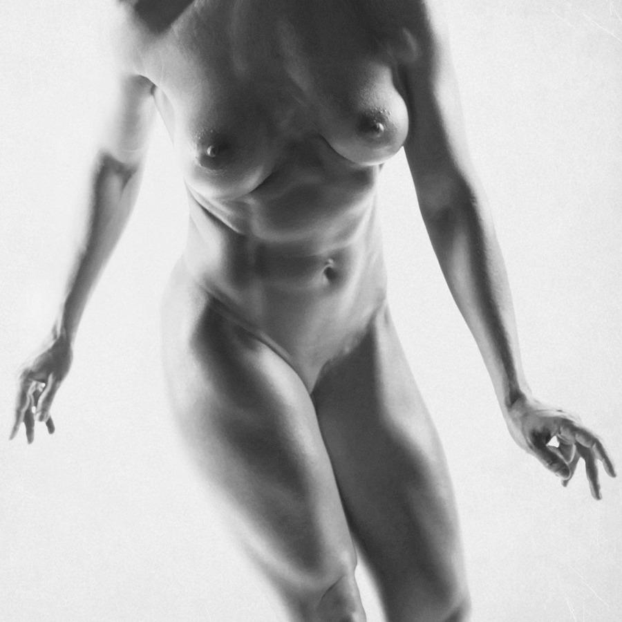 gadinagod_girls_naked_headless_16