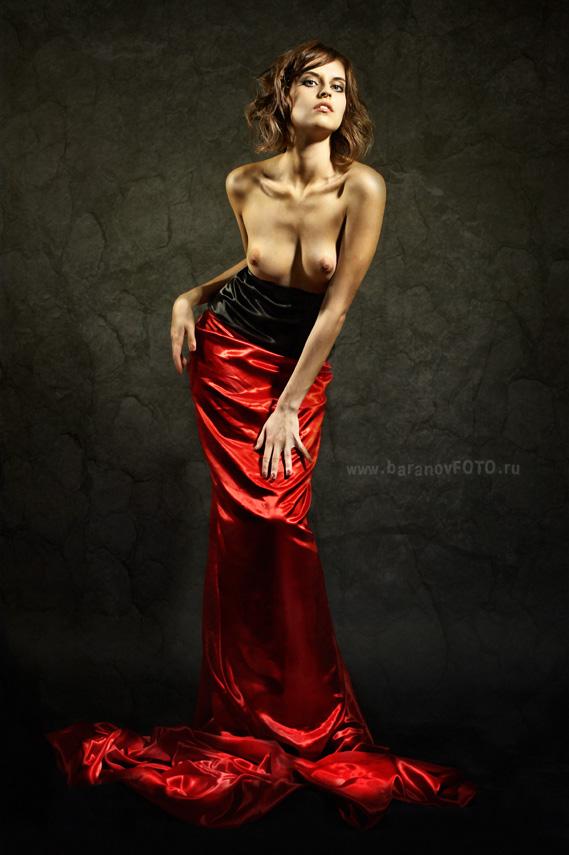 gadinagod_girls_naked_red_03