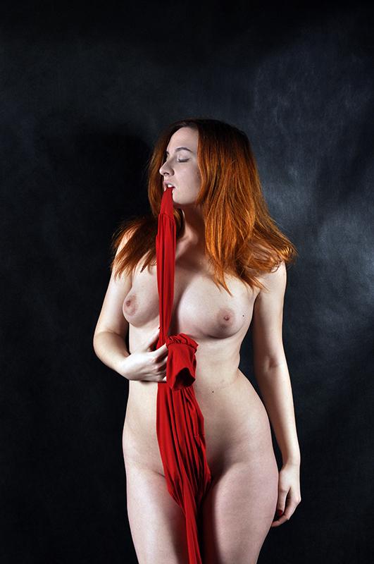 gadinagod_girls_naked_red_20