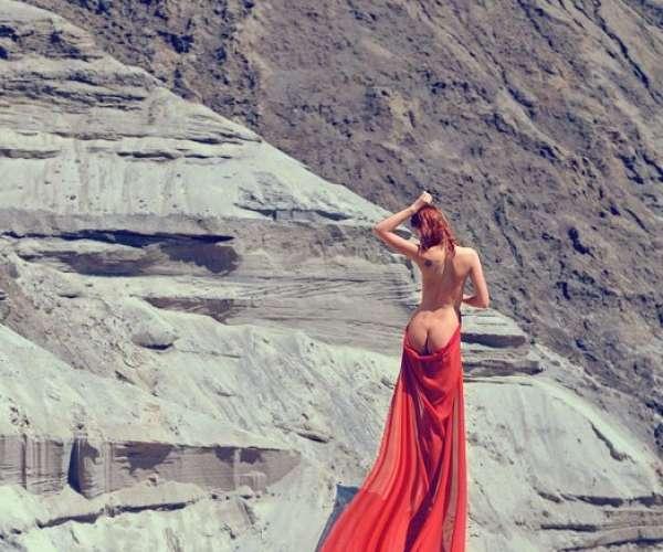 gadinagod_girls_naked_red_22