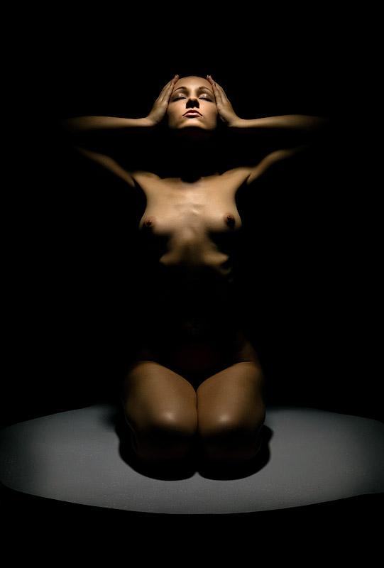 gadinagod_girls_naked_shadow_01