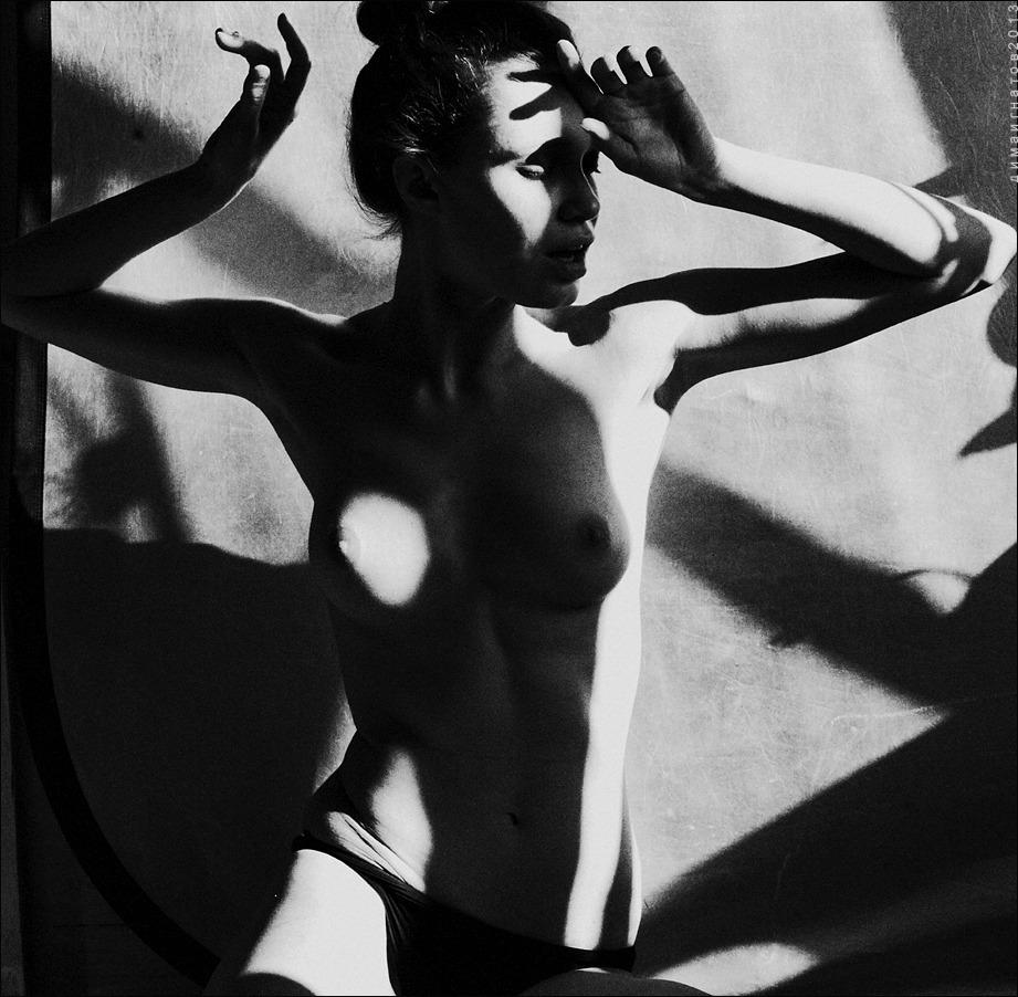 gadinagod_girls_naked_shadow_16