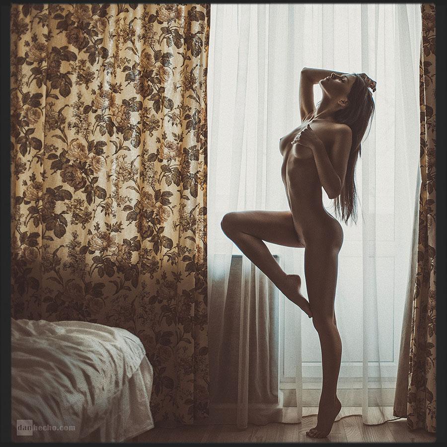 gadinagod_girls_naked_curtains_04