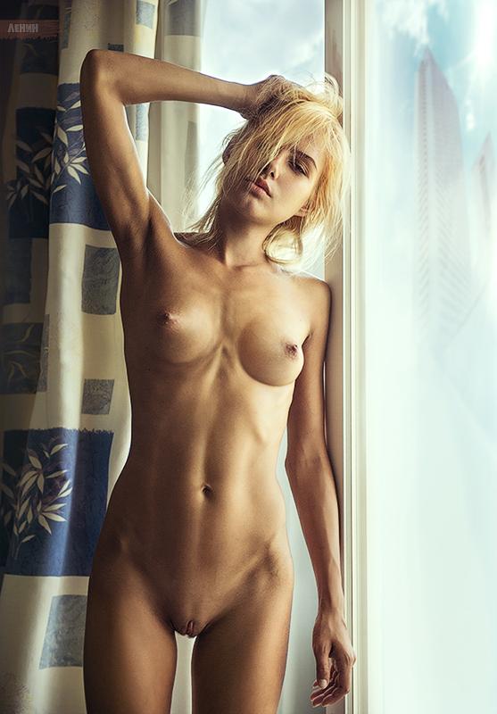 gadinagod_girls_naked_curtains_06