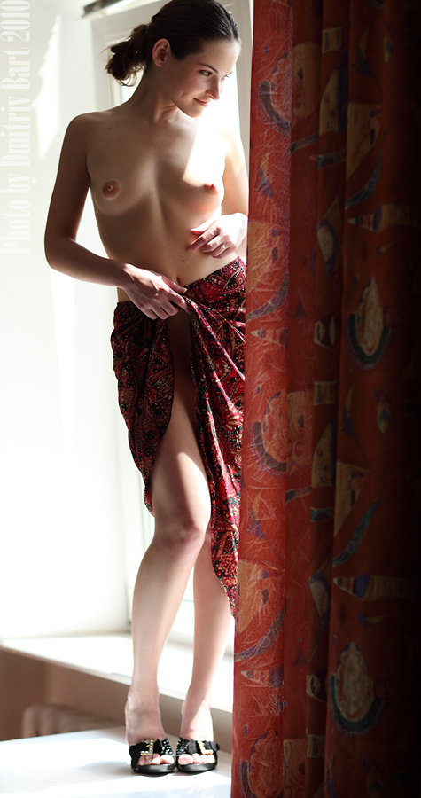 gadinagod_girls_naked_curtains_10