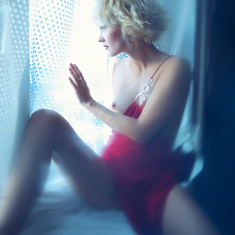 gadinagod_girls_naked_curtains_13