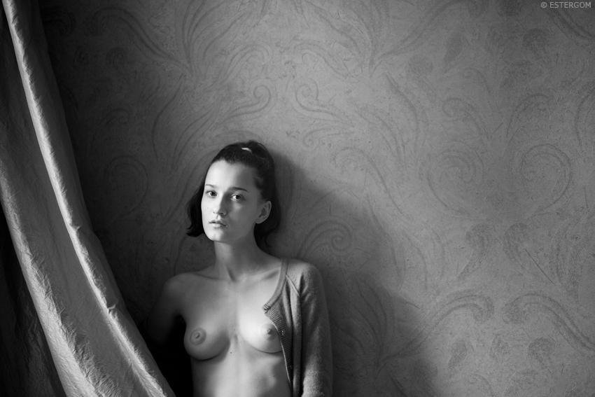 gadinagod_girls_naked_curtains_17
