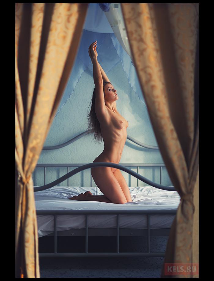 gadinagod_girls_naked_curtains_18