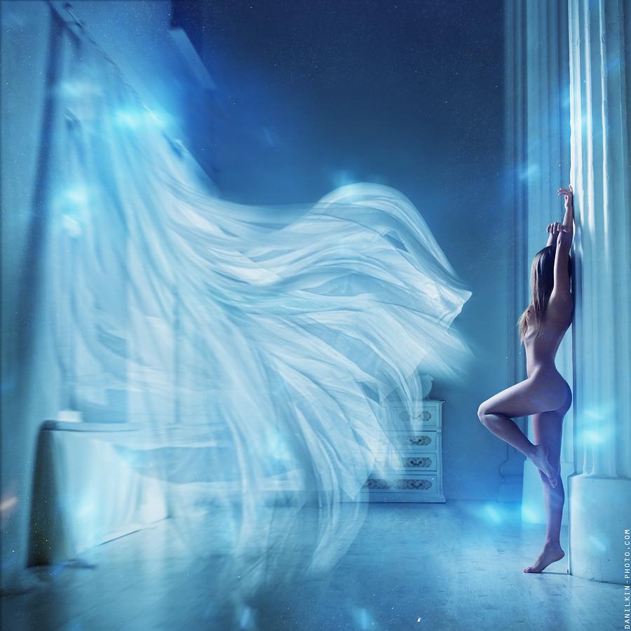 gadinagod_girls_naked_curtains_19