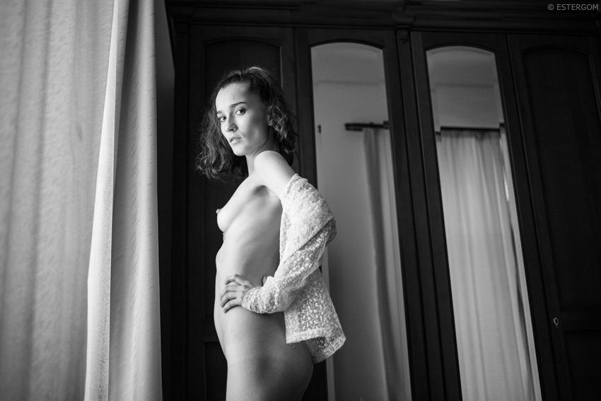 gadinagod_girls_naked_curtains_20