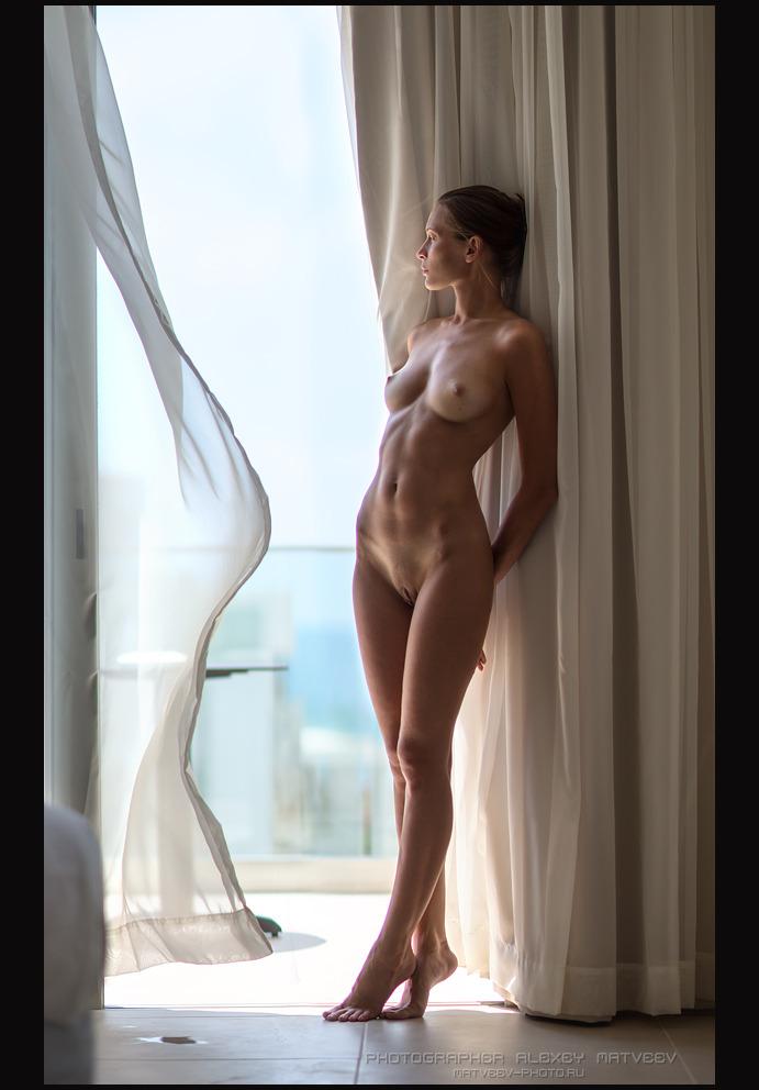 gadinagod_girls_naked_curtains_21
