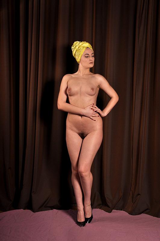 gadinagod_girls_naked_curtains_23