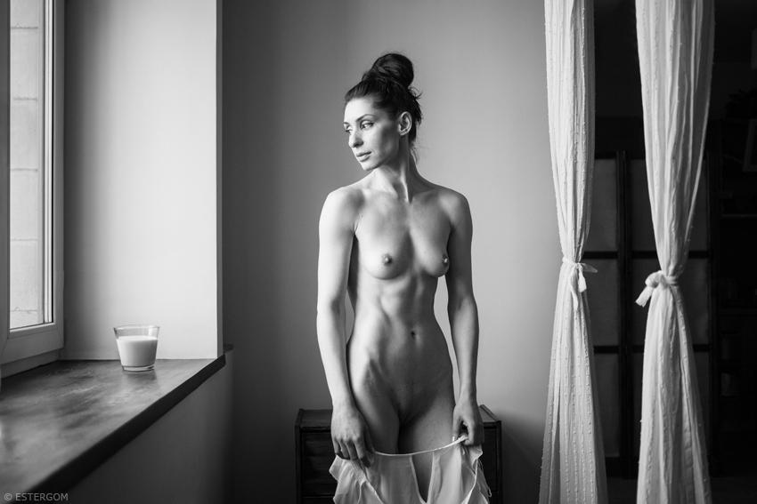 gadinagod_girls_naked_curtains_24