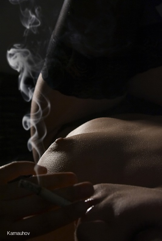 gadinagod_girls_naked_cigarette_03