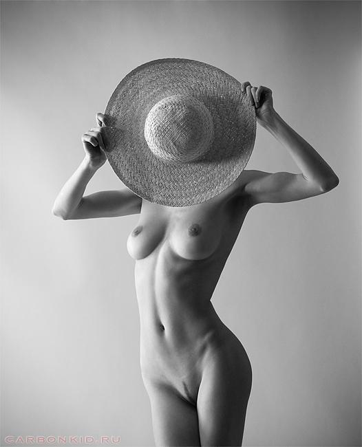 gadinagod_girls_naked_hat_16