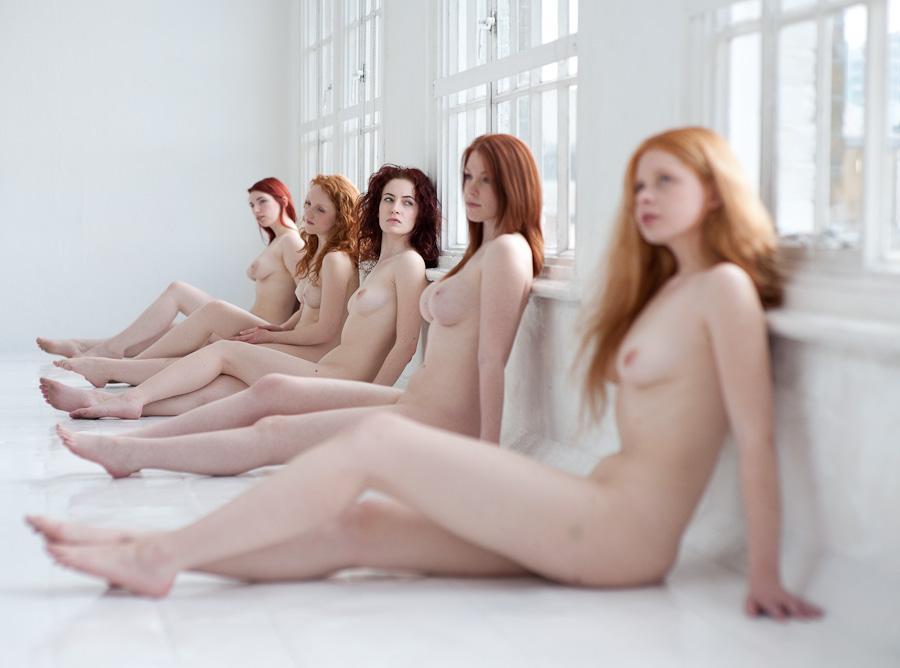 gadinagod_girls_naked_sill_18