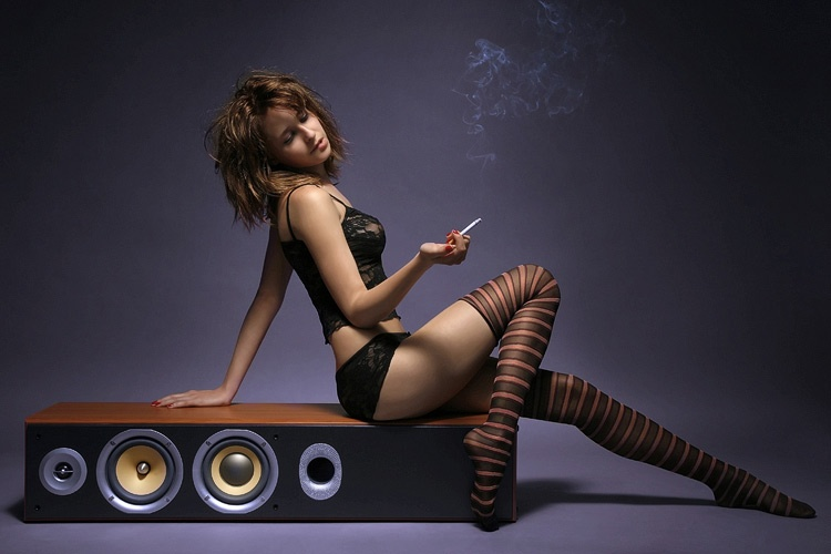gadinagod_girls_naked_strips_24