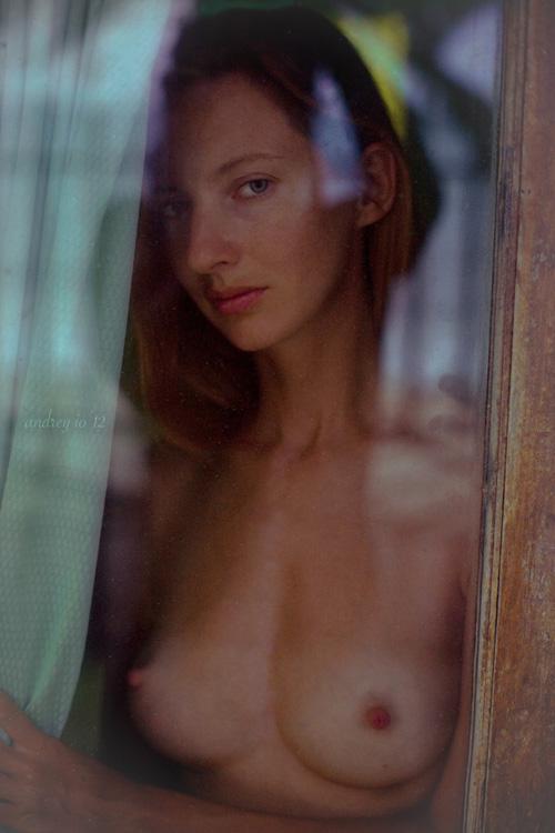 gadinagod_girls_naked_glass_15