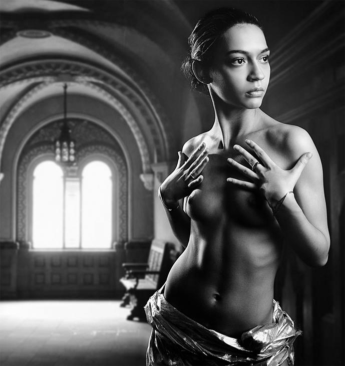 gadinagod_girls_naked_window_03