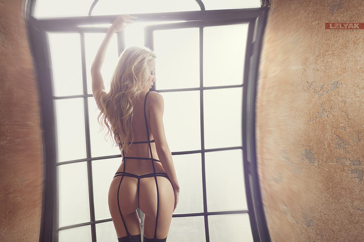 gadinagod_girls_naked_window_13
