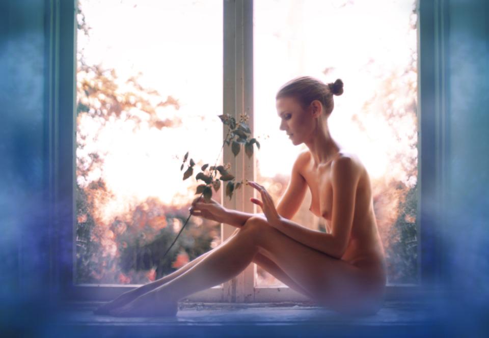 gadinagod_girls_naked_window_19