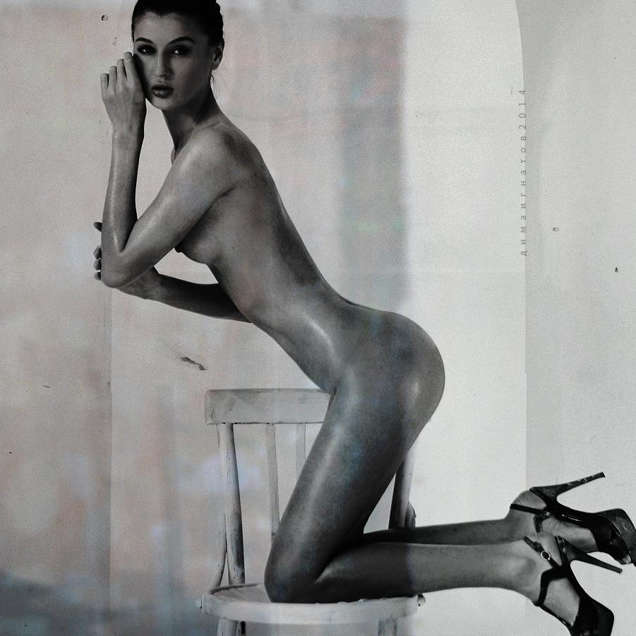 gadinagod_girls_naked_on_the_lap_02