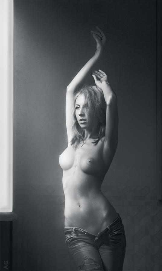 gadinagod_girls_naked_jeans_06