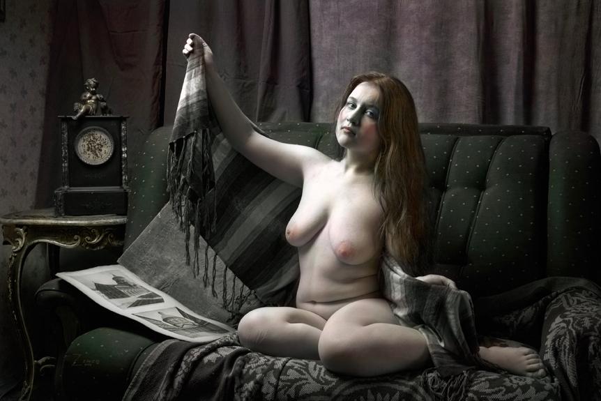 gadinagod_girls_naked_sofa_03
