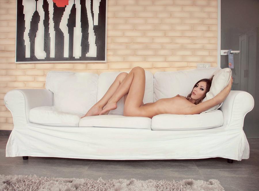 gadinagod_girls_naked_sofa_07