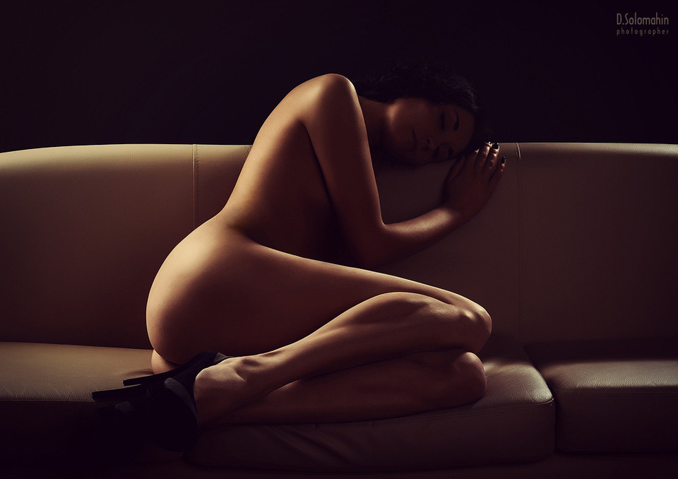 gadinagod_girls_naked_sofa_14