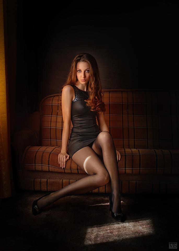gadinagod_girls_naked_sofa_17