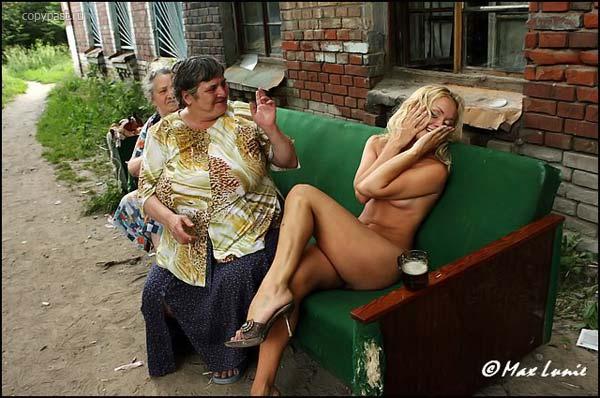 gadinagod_girls_naked_sofa_22