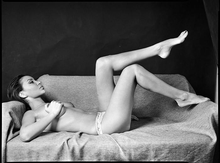 gadinagod_girls_naked_sofa_23