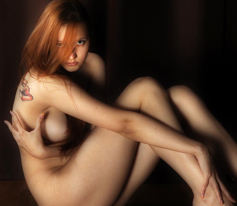 gadinagod_girls_naked_red_14
