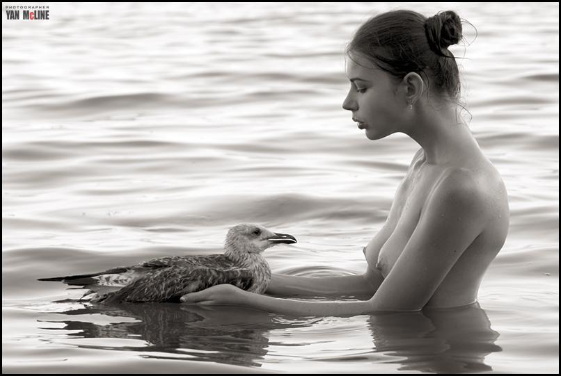 gadinagod_girls_naked_birds_14
