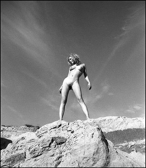 gadinagod_girls_naked_stone_03