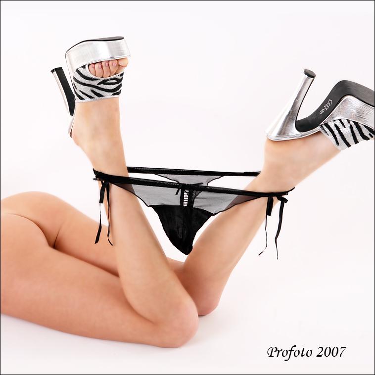 gadinagod_girls_naked_panties_05
