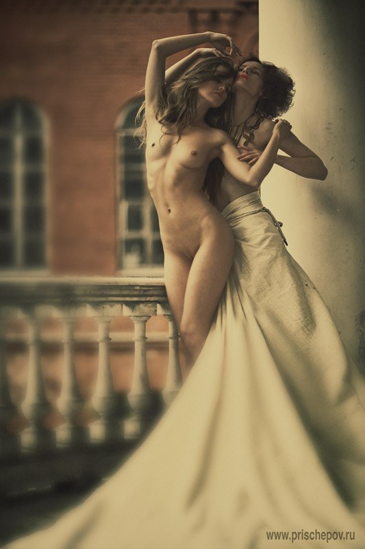 gadinagod_girls_naked_balcony_13
