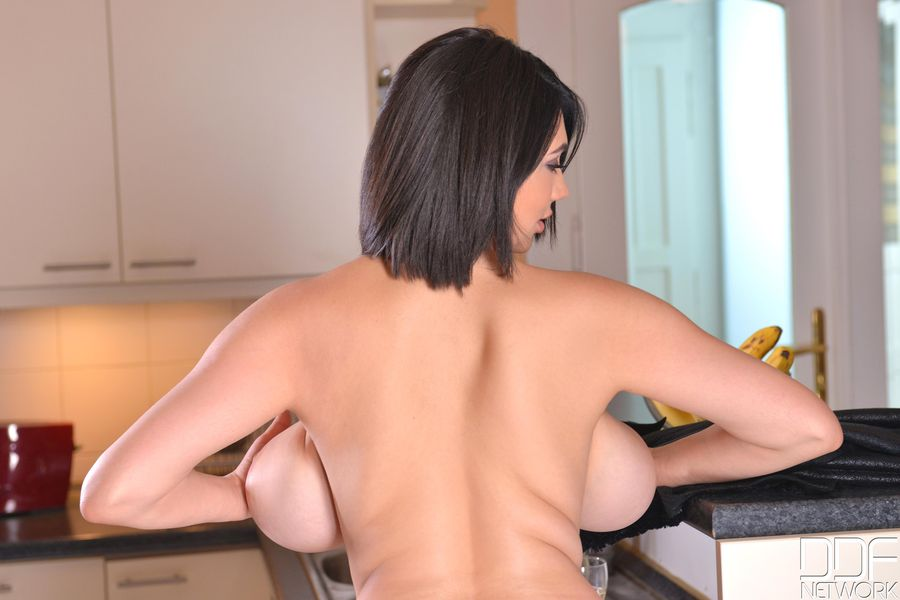gadinagod_girls_naked_back_12