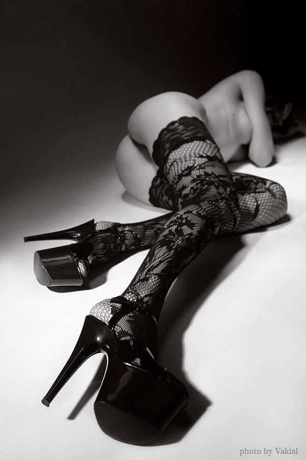 gadinagod_girls_naked_stockings_04