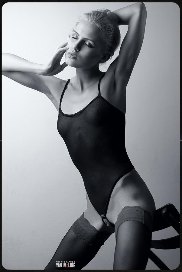 gadinagod_girls_naked_stockings_14