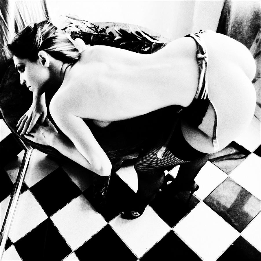 gadinagod_girls_naked_stocking_belt_05
