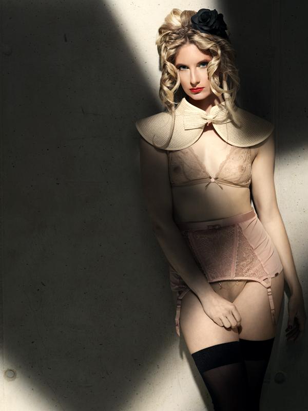 gadinagod_girls_naked_stocking_belt_07