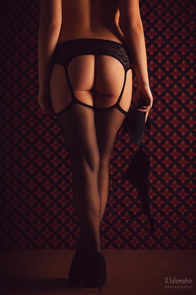 gadinagod_girls_naked_stocking_belt_17