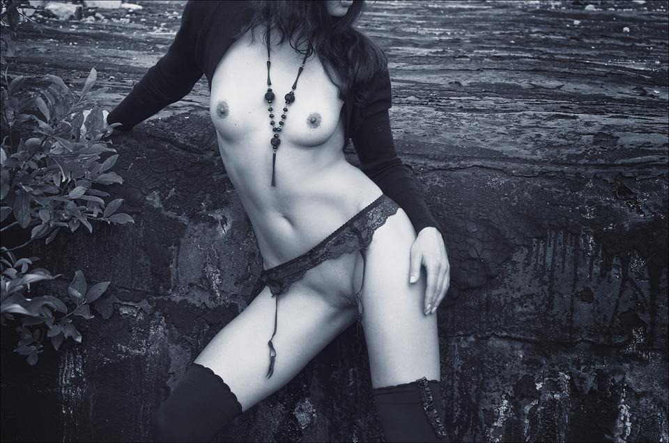 gadinagod_girls_naked_stocking_belt_19